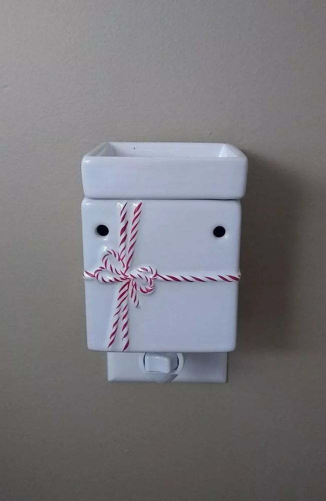 Brand New in the Box Christmas Gift Box electric tart warmer
