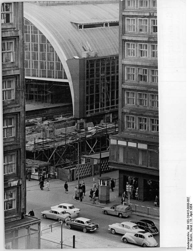 Berlin Ddr 1964 Bahnhof Berlin Alexanderplatz Berlin Alexanderplatz Berlin Stadtschloss