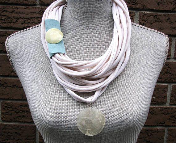 Sommer-Schal, Infinity Schal, T-Shirt, Schal, recycelt Upcycled Schmuck, weiche rosa Schal, T-Shirt-Halskette, Schal, Upcycle aus weißen Schal