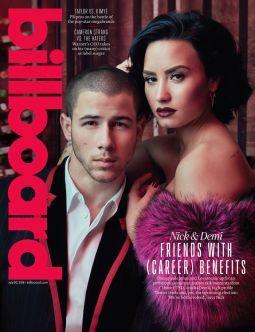 """Nick Jonas e Demi Lovato foram fotografados por Austin Hargrave para a capa da nova edição da revista Billboard, divulgada nesta quinta-feira (21).  Os artistas posam juntos em um cenário inspirado em cabarés, para promover a nova turnê conjunta, a """"Future Now Tour"""". A série de shows, que ganha críticas favoráveis desde seu início, ainda não tem previsão de passar pelo Brasil.  Na entrevista, a dupla falou sobre a época de """"Camp Rock"""", a vida amorosa e a amizade. """"Eu dou um monte de conselho"""