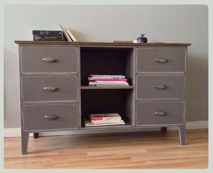 Cómoda con cajones y estantes color cemento