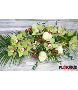 Aranament prezidiu nunta orhidee cymbidium si hypericum