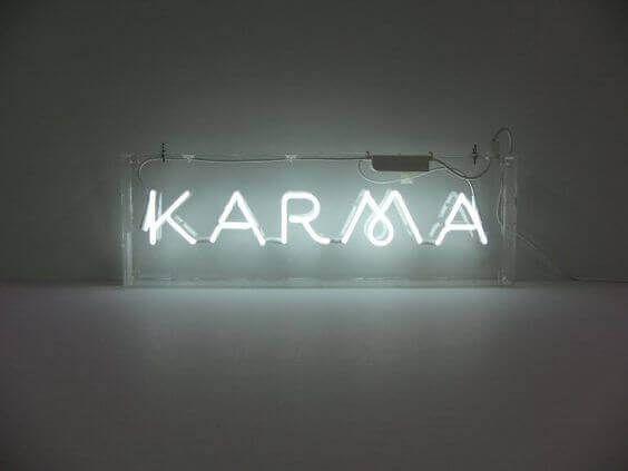 Avez-vous déjà eu l'impression que la vie vous rendait la monnaie de sa pièce ? Découvrez dans l'article suivant, ce que signifie le karma.