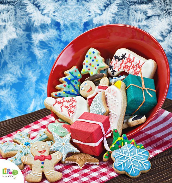 Galletas de Navidad and Stollen de Natal on Lipa Christmas table! Come and try our Mexican and Brazilian Christmas treats!