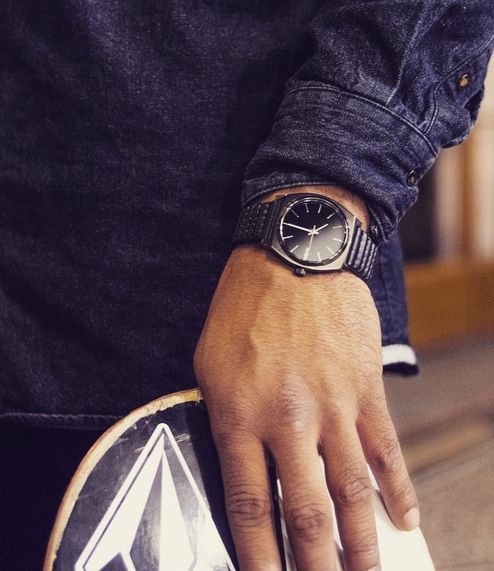 Chris Pfanner stopped in Paris to work with Nixon and vans_europe on the exclusive Vans Shop Riot custom trophy watches, made at our nixon paris store. He is wearing the Nixon Time Teller Watch