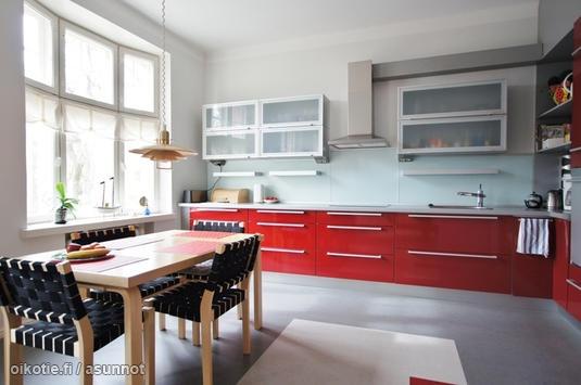 Red kitchen / Punainen keittiö