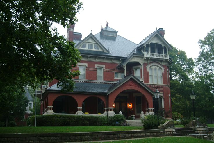 This is the infamous Gargoyle House, a haunted place in Kansas. Read its terrible history here