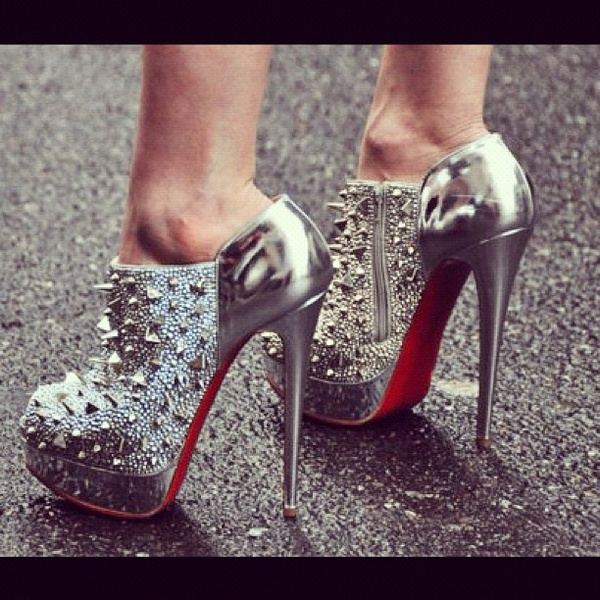 high heel: Killers Heels, Studs, Red Bottoms, Silver Heels, Spikes, Silver Shoes, Christian Louboutin, High Heels, Christianlouboutin