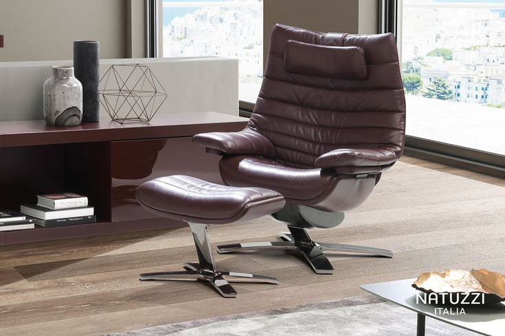 Immediate visual softness combined with elegant shapes and high manufacture quality: Revive is the world's first performance recliner.