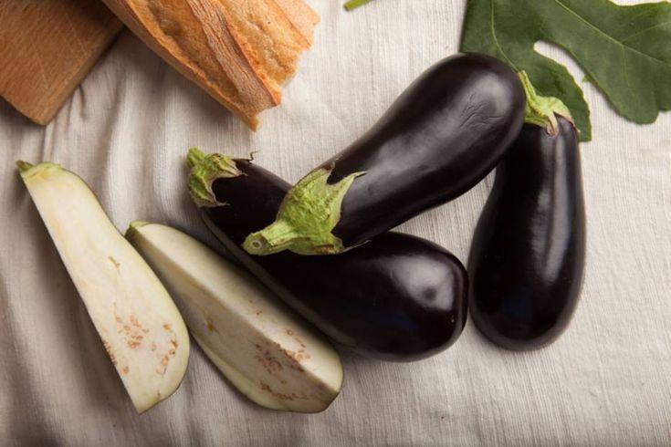 Mezze são aperitivos típicos da região do Mediterrâneo oriental, servidos à temperatura ambiente e perfeitos para acompanhar as bebidas e o bate-papo, especialmente no verão.Confira três receitas para inspiração