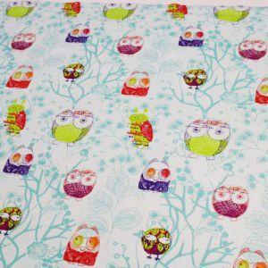 http://www.radicifabbrica.it/prodotto/tessuto-happy-h-cm-160-dis-gufi2/ Tessuto Happy in 100% puro cotone stampato, la stoffa è color verde acqua con i gufi stilizzati colorati. Il tessuto è alto cm 160. Il prezzo di Euro 12.00 si riferisce al metro lineare. Prodotto in Francia.  Possiamo confezionare questo articolo su misura, richiedi un preventivo!