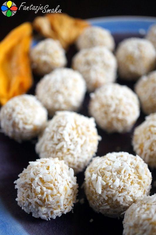 Kuleczki kokosowe z mango, ananasa i orzechów nerkowca http://fantazjesmaku.weebly.com/kuleczki-kokosowe-z-mango-ananasa-i-orzechoacutew-nerkowca.html