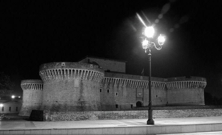 Senigallia in notturna... la rocca roveresca in bianco e nero...