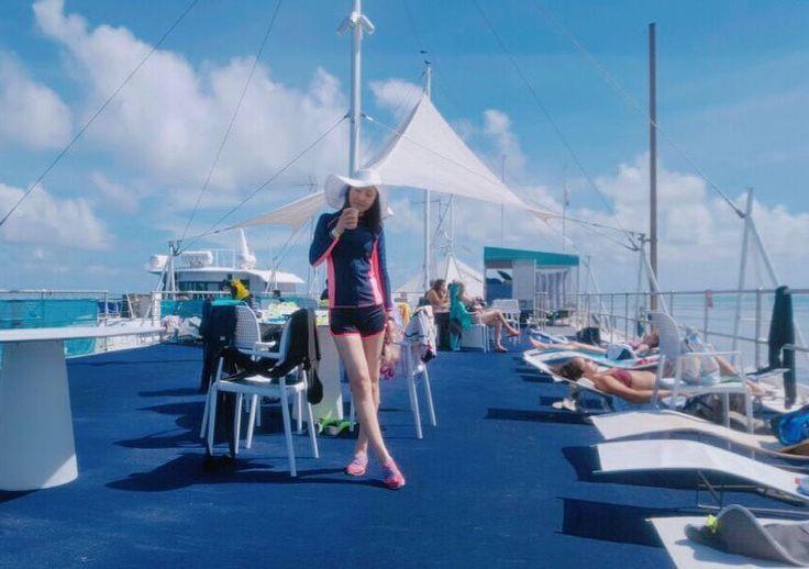 #whitsundays #australia #queensland #hamiltonisland #paradise #travel #greatbarrierreef #greatbarrierreeftour #barge #sunbed #snokeling #travelholic #휘트선데이제도 #호주 #퀸즐랜드 #해밀턴아일랜드 #그레이트배리어리프 #스노클링 #여행에미치다 by vlollolv http://ift.tt/1UokkV2