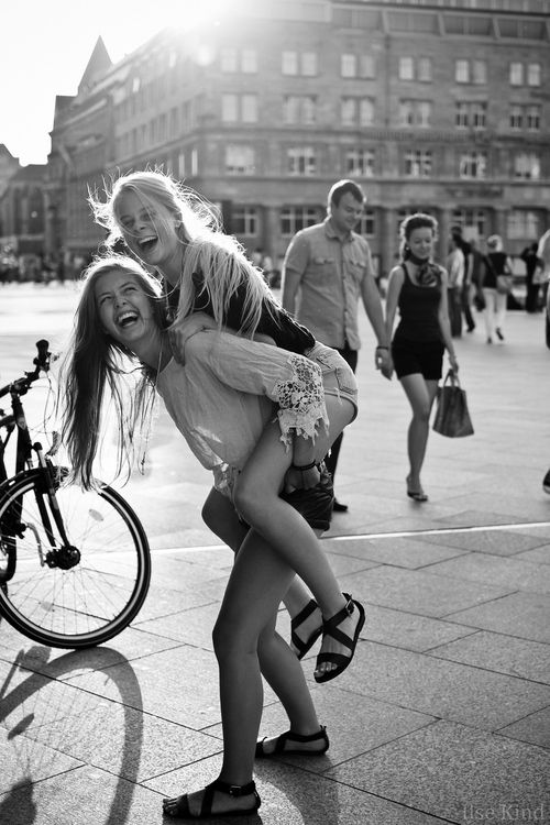 black & white x sisters :: #family #portrait