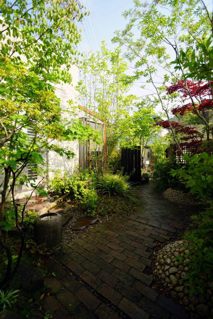 完璧な庭のための7つのアイディア #homify #ホーミファイ #庭 #ガーデニング にわいろSTYLE の オリジナルな 庭 枝葉とびかう創作の庭 2007~