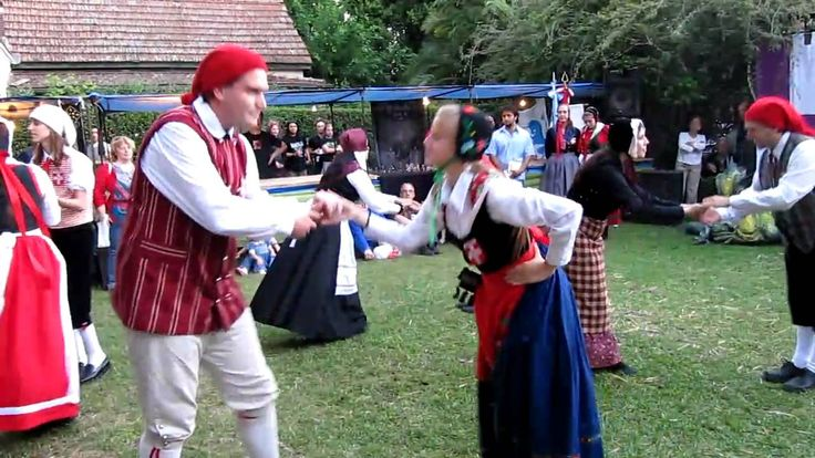 DUBA bailando Bitte mand i knibe en la Feria medieval