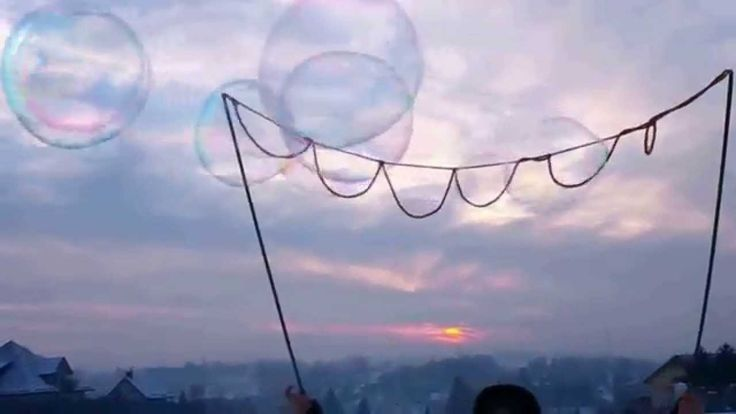 Duże bańki mydlane w zimie - Big bubbles in winter (Animator zabaw dla d...