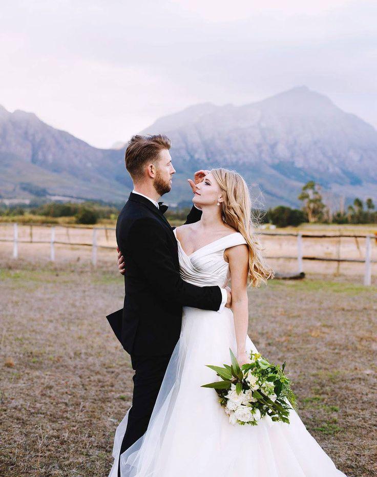 Pronovias Presta  Wedding Dress on Sale 36% Off