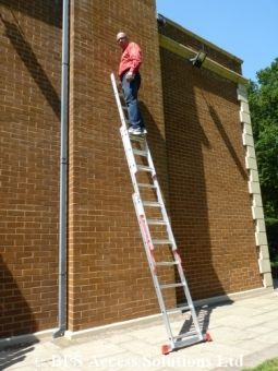 4.07m - 3 Section Extension Ladder with Integral Stabiliser - Triple Extension Ladder for Trade/DIY use - Our Unbeatable Price:   £97.99