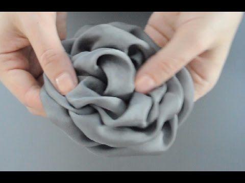 Роза из ткани - мастер-класс по созданию красивого цветка из ткани. Цветок получается объемным и естественным. Готовую розу можно использовать для украшения ...