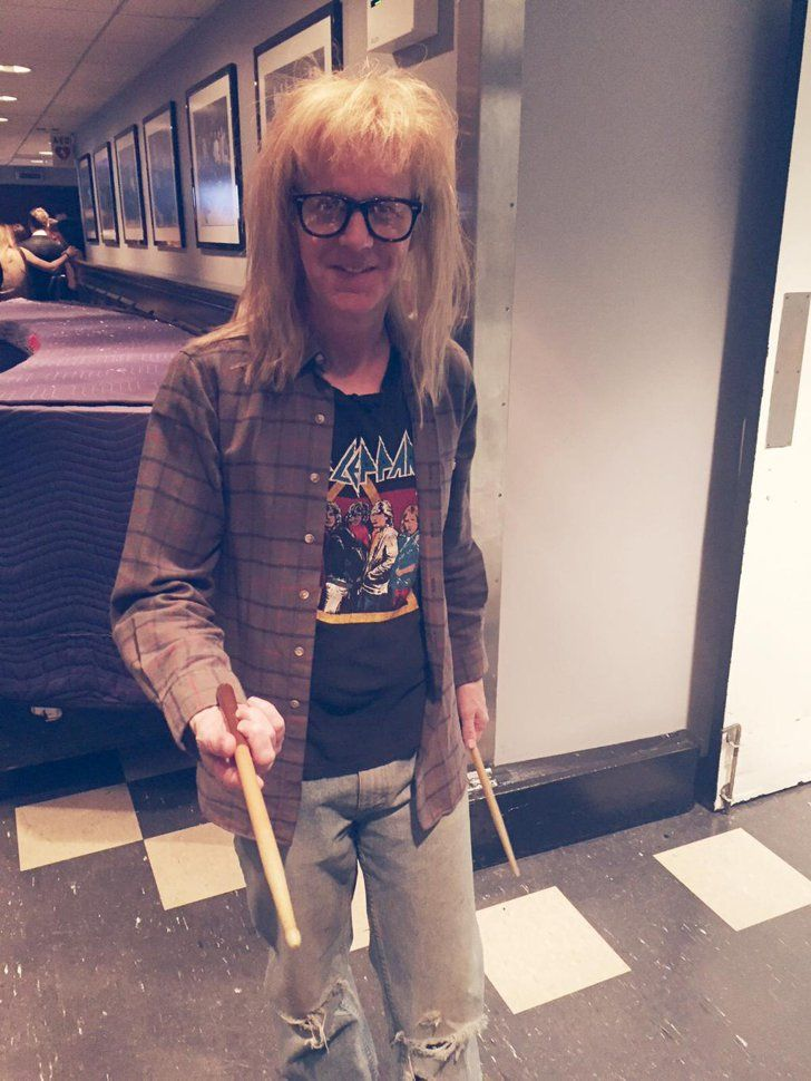 """Pin for Later: The Best Behind-the-Scenes Pictures of SNL's 40th Anniversary Special  """"Wayne's World! Wayne's World!"""" Dana Carvey went all Garth on us."""