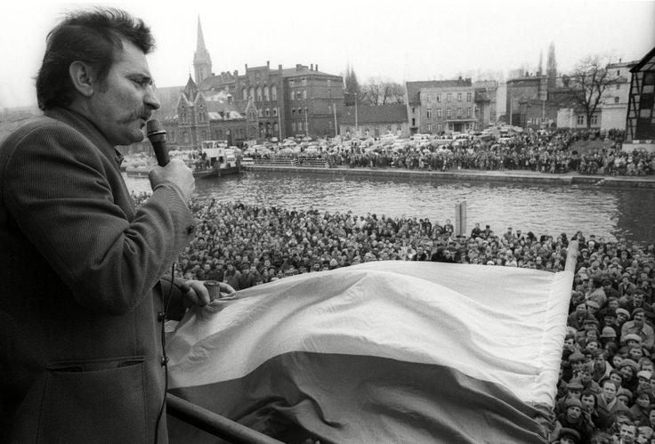 Lech Walesa y la caída del comunismo en Polonia - http://www.notiexpresscolor.com/2016/11/19/lech-walesa-y-la-caida-del-comunismo-en-polonia/