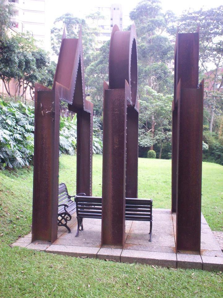 Porticos. Obra de Ronny Vayda. Edificio Cordillera cll. 16 sur #34-85 Medellin
