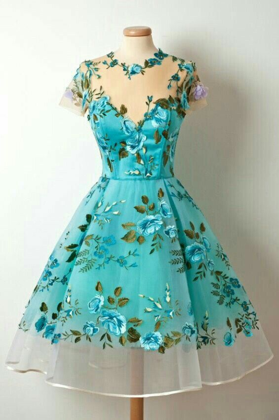This is so beautiful!  I truly was born in the wrong era! Ü