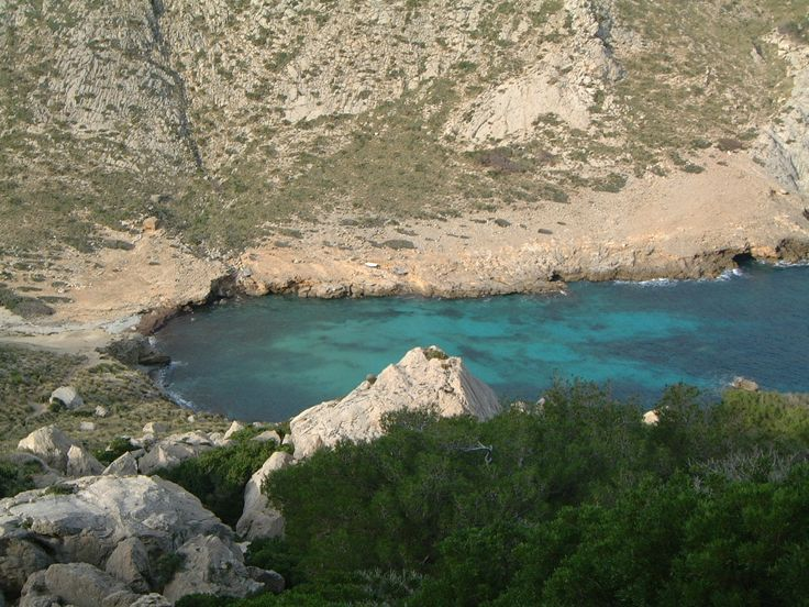 Blue crystal waters in Mallorca. Cycling in Mallorca.