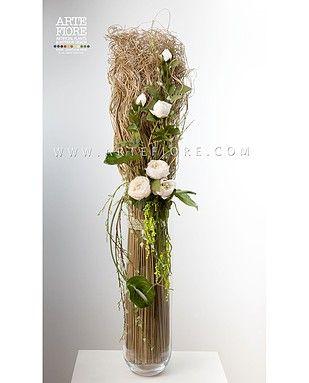 Composizione di fiori secchi e Peonie in vaso di vetro