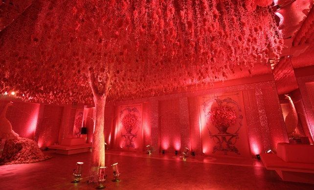 Searching for wedding decoration services, Contact FNP Weddings, one of the best wedding decoration service provider in India. Our wedding decorators team provides you best decoration for weddings and event management. Contact us for wedding decoration in Delhi, Mumbai, Bangalore and across India.