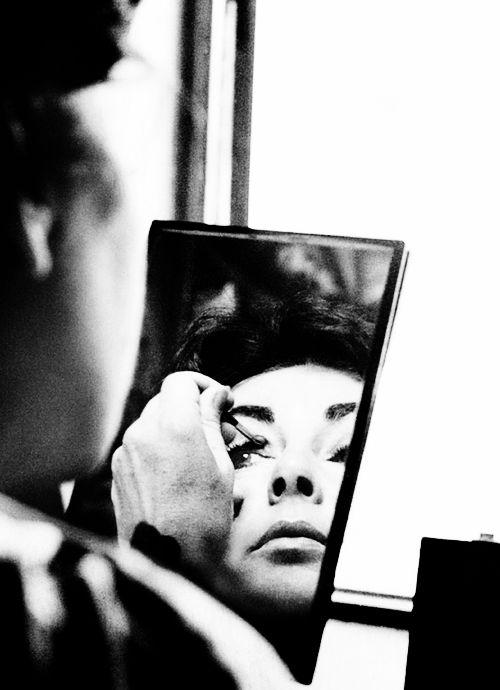 Elizabeth Taylor putting on make-up at hotel in Shiraz, Iran, 1976