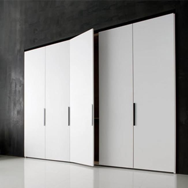 Molteni & C   Gliss 5th   Molteni Design Team.   Descuento: 40 %   Armario con puertas mod. Square brillo con tiradores de cristal. Iluminación Led interior.   Dimensiones: 249 x 64 x 243,9 cm.   Más info: http://www.vicentenavarro.es/outlet.jsf