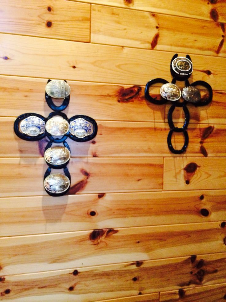 Cross- horseshoe buckle holder for buckles with importance