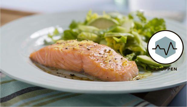 Suksess! Sykt saftig Laks med ekte! Sitron og soyasaus. Servert med brokkoli og mamma sin eple/drue/purre/rømme/majones-salat. 15 min i ovnen