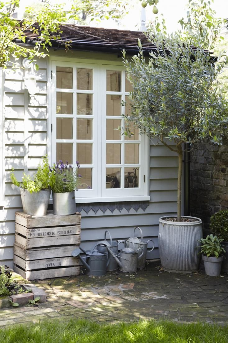 A few years ago, we spotted and fell for UK interior stylist Twig Hutchinson's summerhouse at the back of her London garden. So we were interested whe