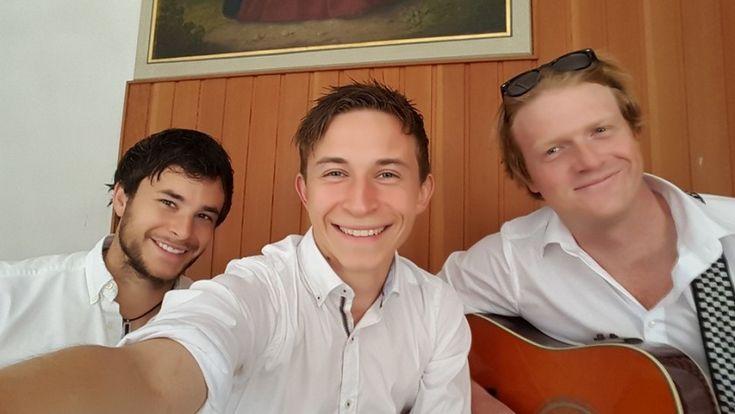 Lieber Herr Gesangsverein! - Unsere Band zeichnet sich aus durch hohe gestalterische Flexibilität und einem besonderen Sound: Drei Jungs, drei unterschiedliche Stimmfarben, ein einzigartiger Klang – besonders a-cappella!
