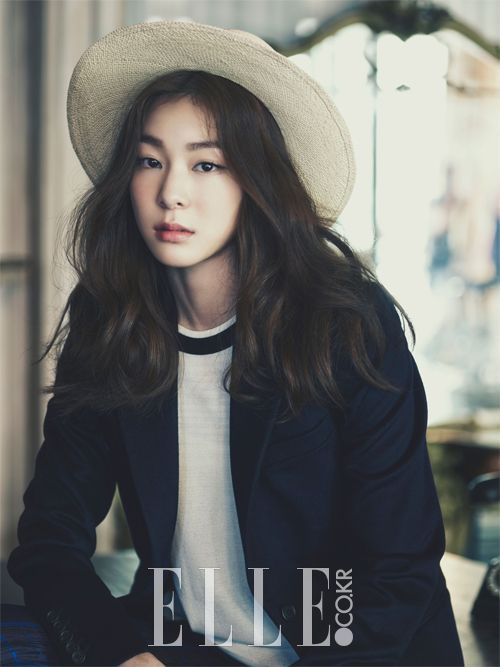 Yuna Kim Search The Style, ELLE Korea 파나마 햇은Mettoi,화이트 톱은Andy & Debb,네이비 코트는Joseph.