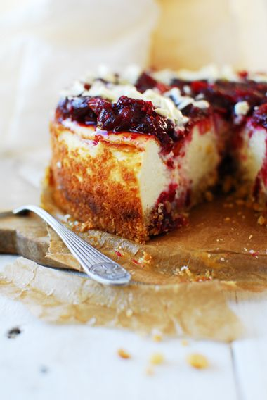 Cheesecake with cranberries