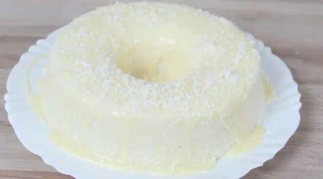 Bolo gelado de leite, coco e tapioca que não precisa assar: receita incrível