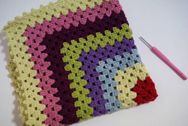 간만에 뜨개질 뜨개만 하면 손목 시리네... ㅜㅡㅜ  #램스울 #미니블랭킷 #코바늘 #손뜨개 #뜨개질 #뜨개블랭킷 #뜨개소품 #뜨개질그램 #코바늘블랭킷 #블랭킷 #크로쉐 #가내수공업 #핸드메이드 #handmade #crochet #crochetlove #crochetgoodness #crochetblanket #knitting #knittinglove by byjcg00
