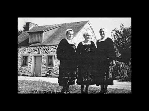 """Les Soeurs Goadec - """"Ar Verjelenn"""" (La bergère) - Elles ont disparu toutes les trois mais restent  la référence avec les Frères Morvan de la chanson authentique bretonne. Elles ont même leurs statues à Carhaix ! Alan Stivell ,à l'origine du renouveau de la chanson et de la musique bretonnes fut un de leurs grands admirateurs."""
