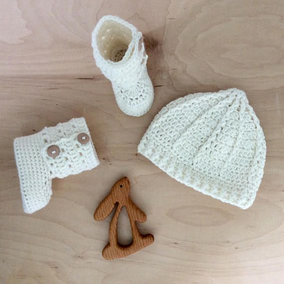 I made this knitted baby hat and matching booties in my little home studio. This set is my own crochet pattern and original design. This bundle perfectly combines the vintage charm and modern elegance that characterizes Warm and Woolly. It is my belief that each baby is a gift to be celebrated. This set is handmade in soft merino wool to keep little heads and toes warm. It is designed to serve your family as a lasting family keepsake for years to come. Enjoy! 100% Merino Wool Booties & ...
