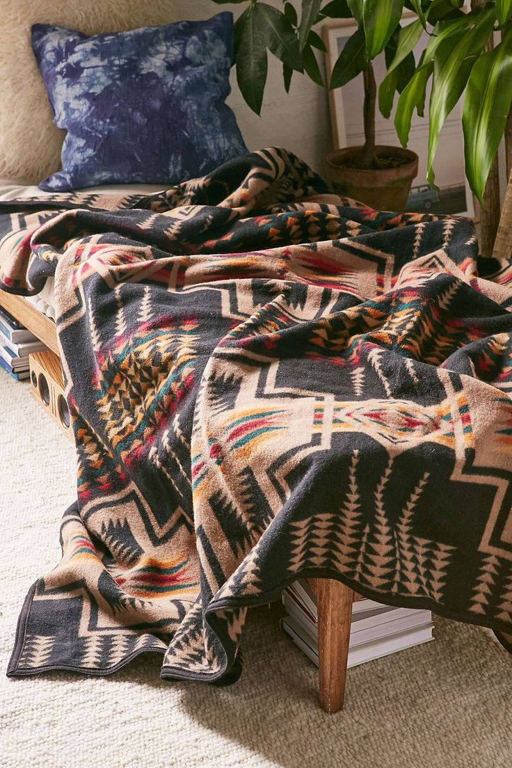 Pendleton Harding Jacquard Bed Blanket - Urban Outfitters