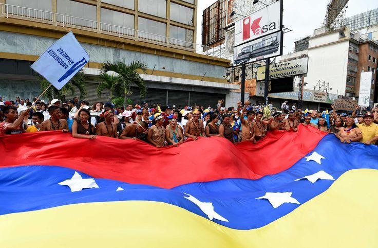 """""""#Venezuela"""" reto ir a la #Calle al #Revocatorio: ¿Y ahora qué?... Balance. #Encuestas de #Venebarómetro y #Datanálisis, Maduro enfrenta un nivel de #Impopularidad de alrededor del 75%. #Fuente articulo de análisis #Político en la pag. #Web de la #RvistaSemana de #Colombia Fecha: 02/09/2016 ..."""