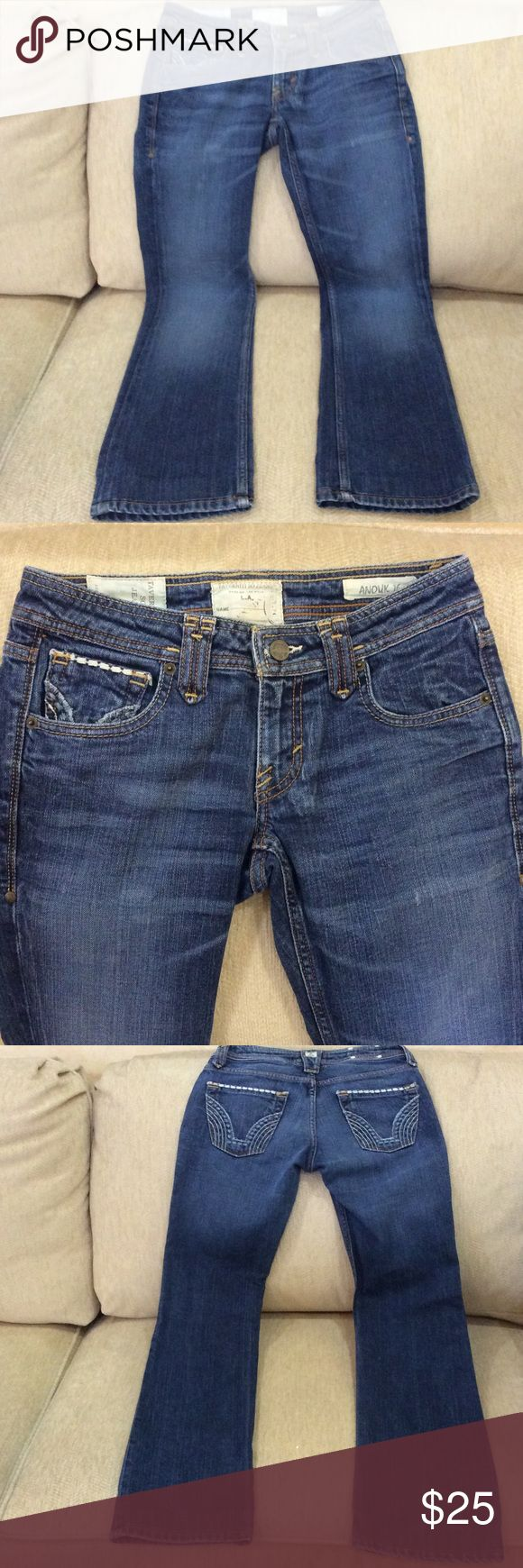 """Taverniti So Jeans Anouk 16 waist 27. Ladies Taverniti So Jeans Anouk 16 low rise Straight Leg size 27 inseam 31"""" inches. Leg opening flat 8""""inches. Rise 7""""inches . 91%cotton 8% polyester 1% Lycra. Distresssed and fading look. Stitching on back pockets and front change pocket. Zip and button closure. Have been worn. Taverniti so jeans  Jeans Straight Leg"""