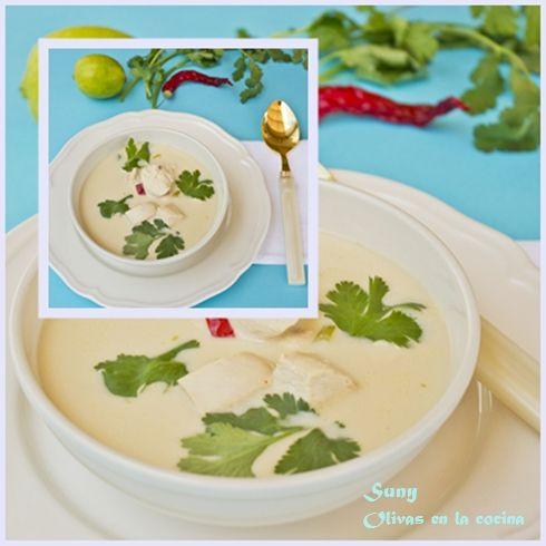 Sopa Tailandesa de pollo con leche de coco.  http://rositaysunyolivasenlacocina.blogspot.com.es/2012/05/sopa-tailandesa-de-pollo-con-leche-de.html