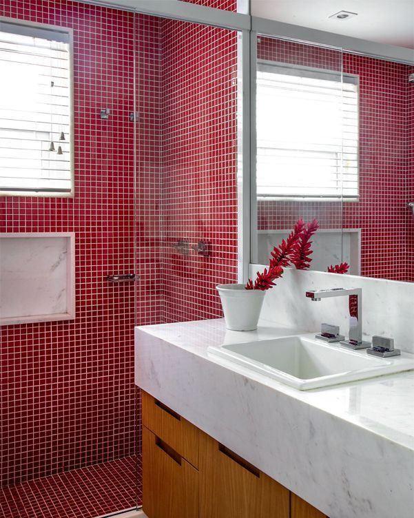 Banheiro vermelho.