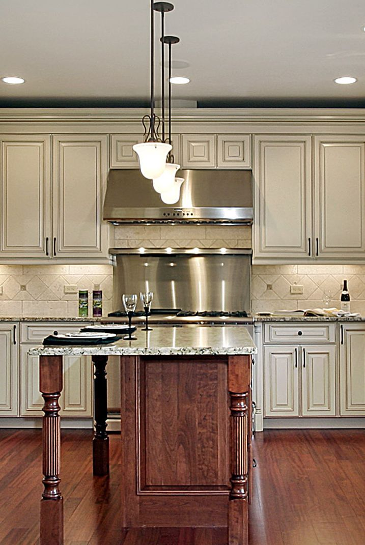 77 best CLASSIC KITCHENS images on Pinterest | Kitchen ideas ...